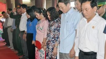 HP102 tham gia dâng hương tưởng niệm các liệt sĩ tại Truông Bồn